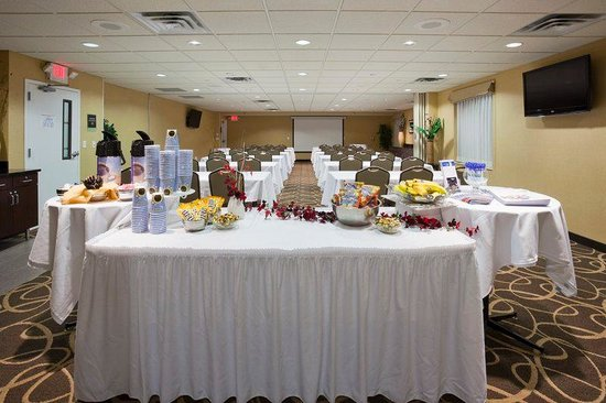 Holiday Inn Express & Suites Rogers : meetings with refreshments