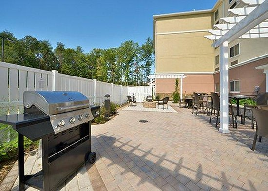 Suburban Extended Stay Hotel, Quantico: Barbecue area