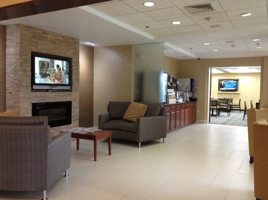 Holiday Inn Express Hotel & Suites West Chester : Hotel Lobby