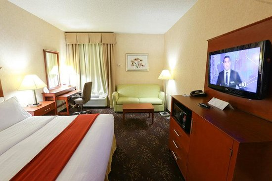 Holiday Inn Express Hotel & Suites West Chester : Junior Suite