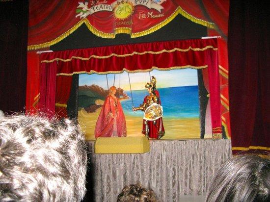 Puppet Theatre: Piccolo teatro dei Pupi