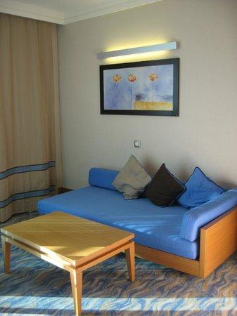 Susesi Luxury Resort : Кушетка в номере