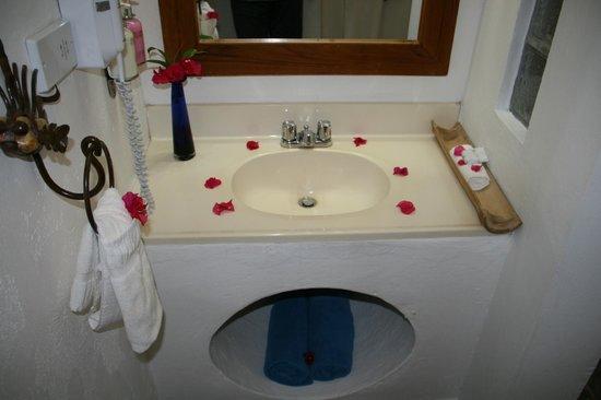 True Blue Bay Boutique Resort: Bathroom