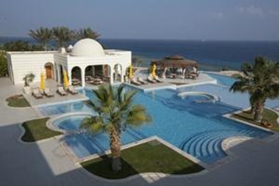 The Oberoi Sahl Hasheesh: The glorious Oberoi pool - great place for swim and food!