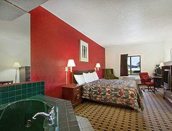 Days Inn Mauldin/Greenville: Jacuzzi Suite