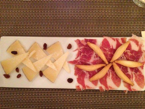Lola Spanisches Tapas Restaurant: Vorspeise Käse Schinken