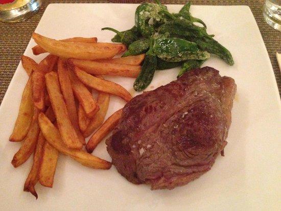 Lola Spanisches Tapas Restaurant: Große Platte mit Fleisch