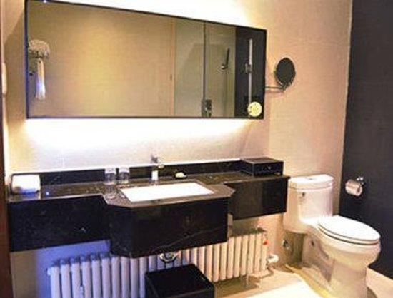 Siping, China: Bathroom