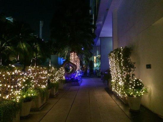 Hotel Baraquda Pattaya - MGallery by Sofitel : 中庭