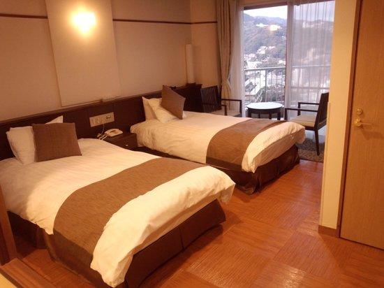 Kanpo no Yado Atami : 和洋室のベッドルームです。