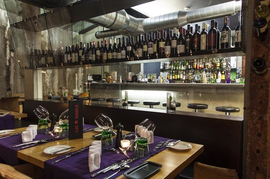 Hotel Lux Alpinae: Restaurant with view on hotel bar