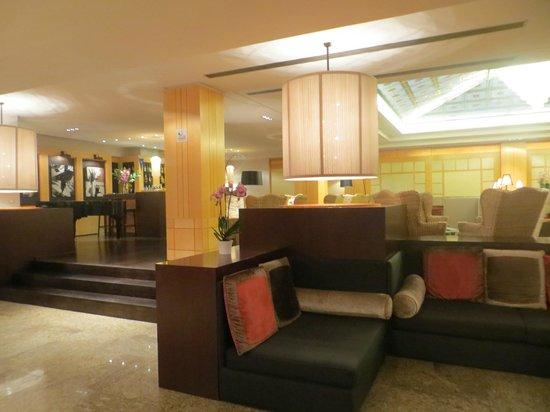 Starhotels Metropole: lounge