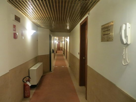 Starhotels Metropole: corridor