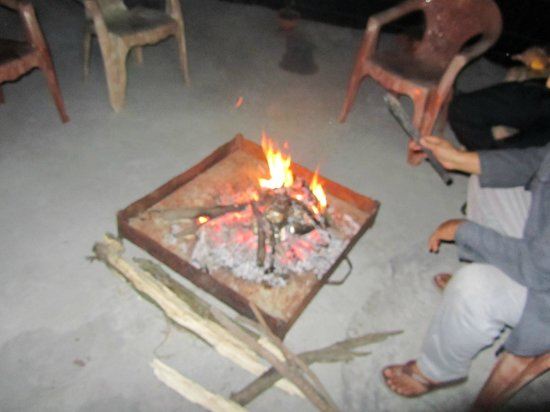 Jamwal Villa Homestay: Campfire at Jamwal Villa