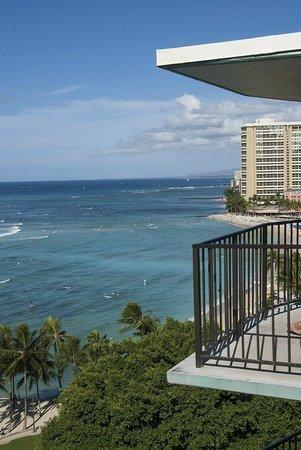 Aston Waikiki Circle Hotel : View towards the centre