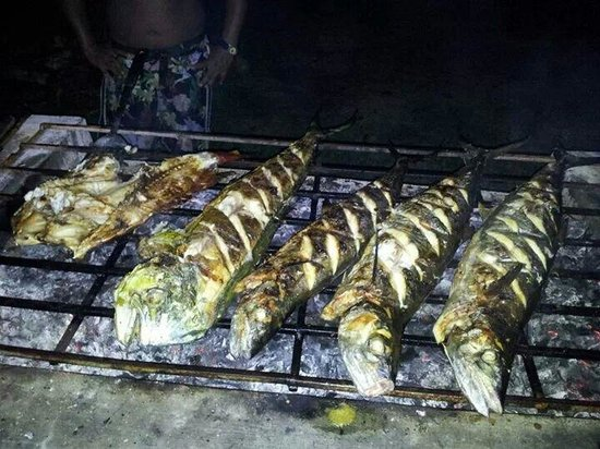 Yudis Place: Tenggiri grilled to perfection... It's a hard life surfing lhoknga...