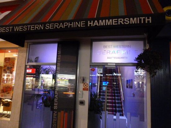 Best Western Plus Seraphine Hammersmith Hotel: 入口(少々狭くわかりにくい)