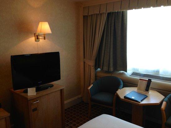 Copthorne Tara Hotel London Kensington: Room