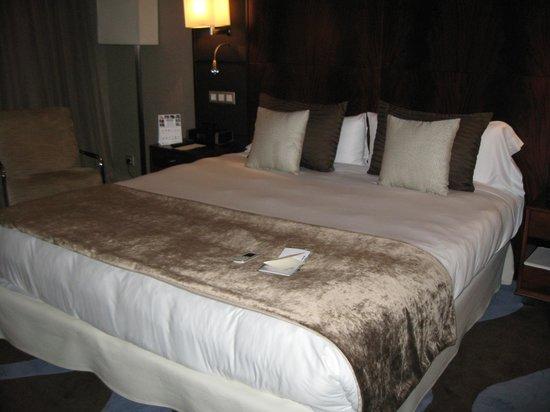 Hotel Miramar Barcelona: Кровать