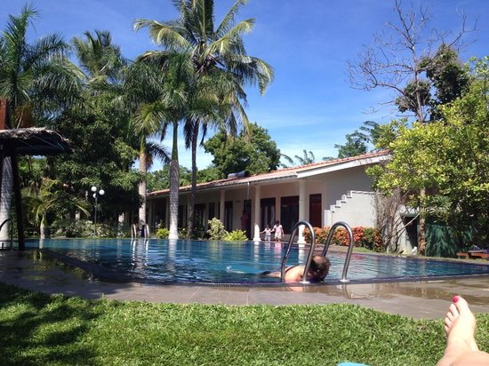 Hotel Chandrika: Pool, looking towards the superior rooms