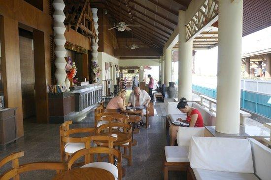 Karon Princess Hotel : Ресепшн