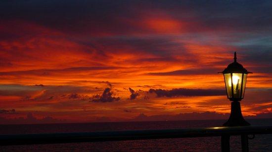Pinnacle Koh Tao Resort: jeden Abend solch ein Sonnenuntergang am Pool