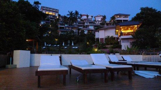 Pinnacle Koh Tao Resort: die gesamte Anlage vom Pool aus