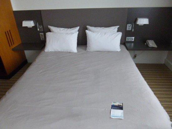 Novotel Suites Paris Nord 18ème: ベッド