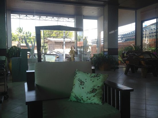 Huahin Loft Hotel : Холл отеля