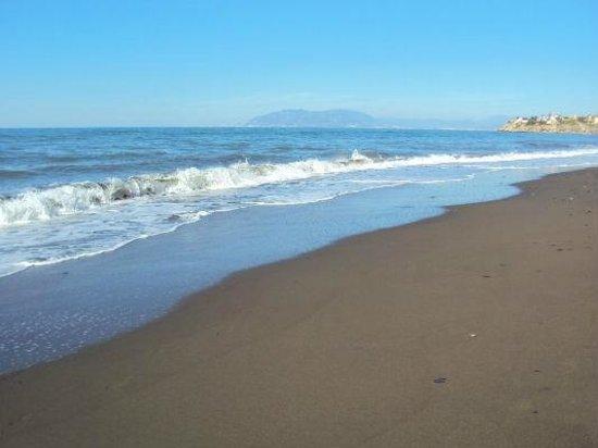 Aqui TE Espero: La tranquila playa de El Rincón de la Victoria, Málaga