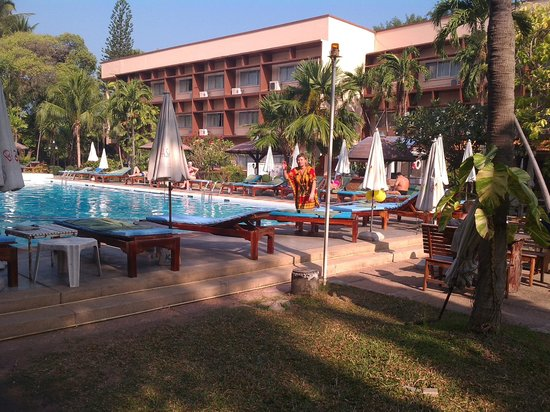Basaya Beach Hotel & Resort: территория отеля