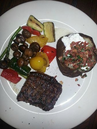Keg Steakhouse & Bar: Steak night out -peppered