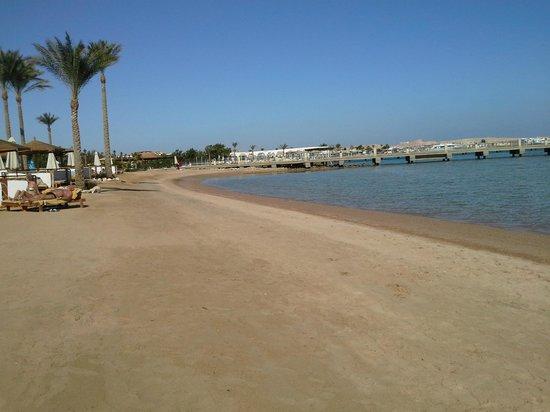 Steigenberger Al Dau Beach Hotel: Privatstrand des Hotels