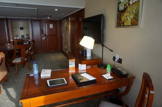 Marco Polo Hongkong Hotel: one of the writing desks