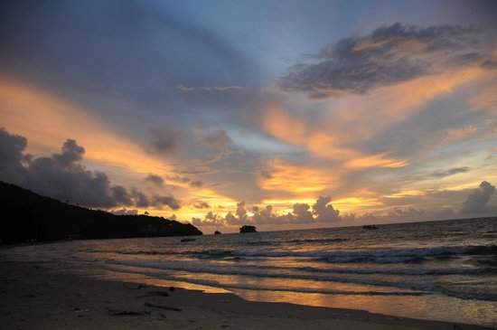 Nai Yang Beach Resort and Spa : sunset