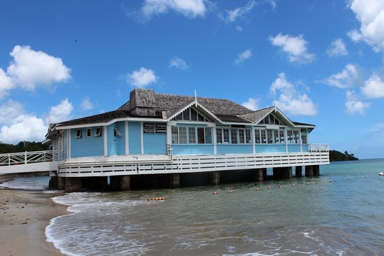 Sandals Halcyon Beach Resort: Kelly's Dockside resturant, a favorite of ours!