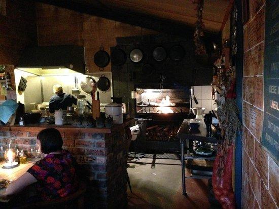 Hook, Line and Sinker: vista cucina