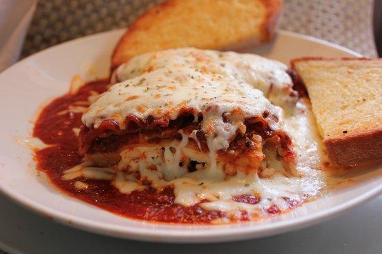 Semento's Napoli Cafe: Homemade Lasagna