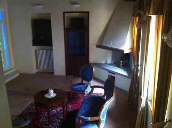Palazzo Dell'Opera: Splendido salotto della Don Giovanni (a sx la porta della cucina e quella del ripostiglio-lavand