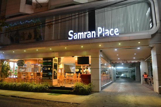 Samran Place Hotel: front view at night