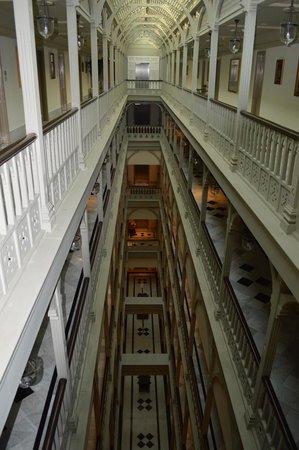 The Taj Mahal Palace: Couloir