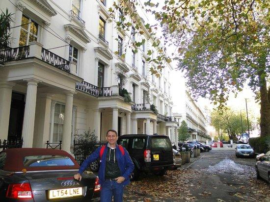 Equity Point London Hotel: Banheiro decadente