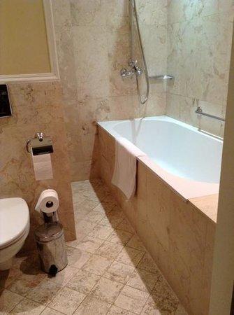Leopolis Hotel: o tal banheiro com piso aquecido, uma alegria para os pés!