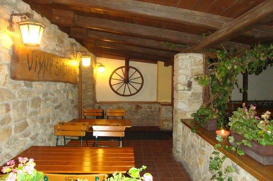 Hotel Certousy: Vine cellar