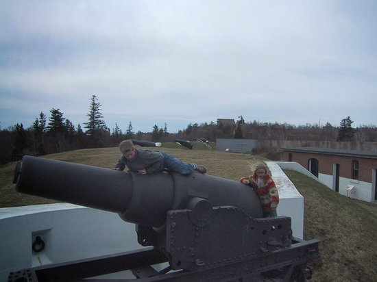 York Redoubt National Historic Site : Climbing on the cannons