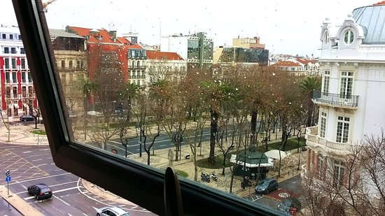 Marques De Pombal Hotel: Looking towards Avenue da Libertade