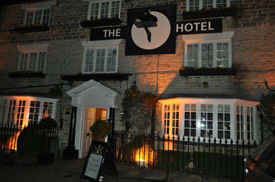 The Black Swan Hotel: front of hotel in evening