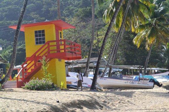 Naturalist Beach Resort: Lifeguardtower in the beach