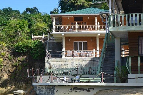 Naturalist Beach Resort: Shark downstair, Snapper upstair