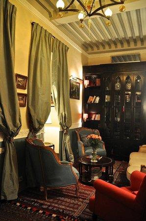 Riad Idra : salon-bibliothèque
